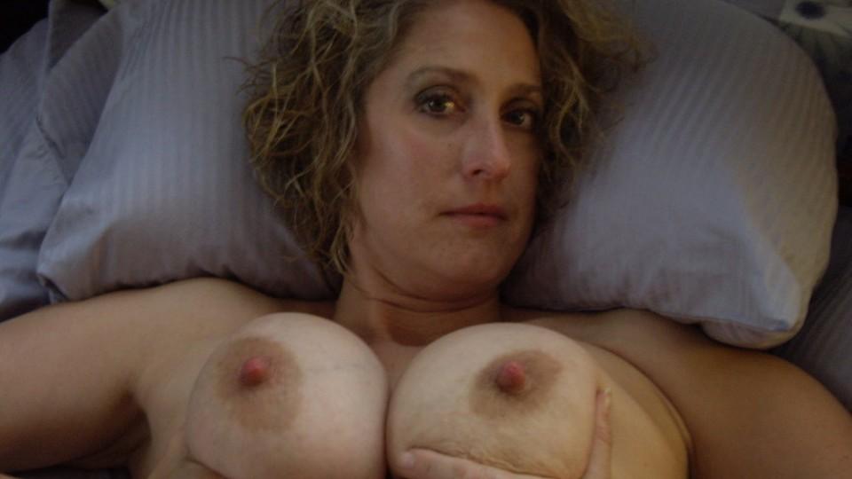 Mia moglie tutta al naturale con i suoi meloni giganti