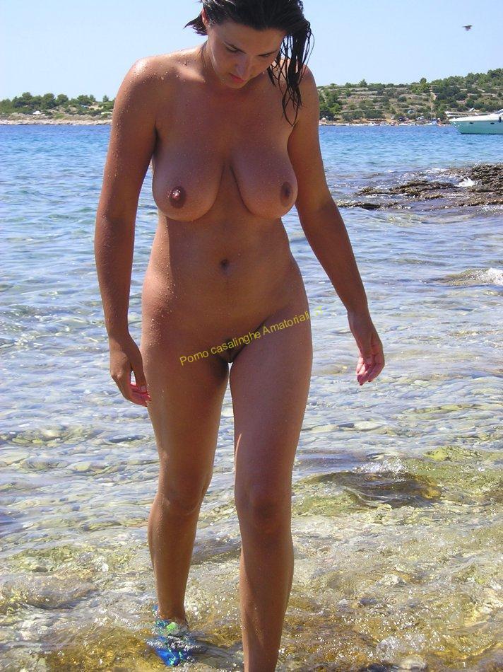 casalinga nudista