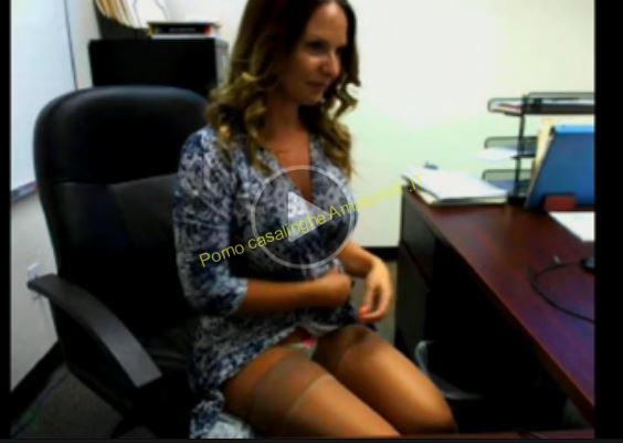 segretaria matura si masturba in ufficio