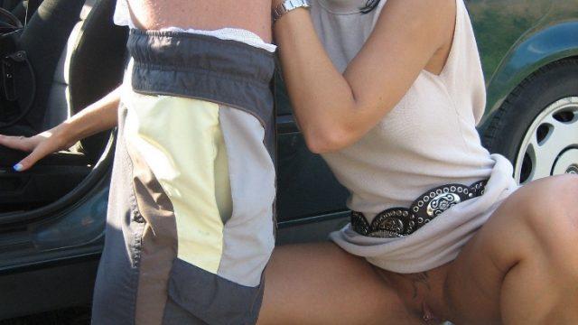 Lorena adora il carsex mentre il marito guarda