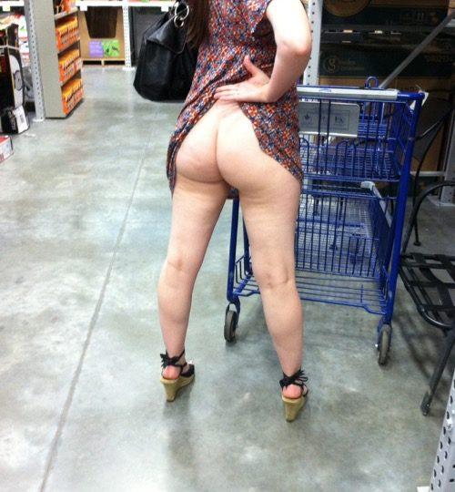 Le casalinghe esibizioniste la fanno vedere al supermercato