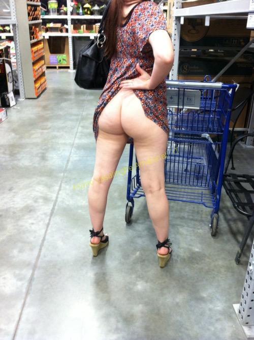 donna nuda supermercato