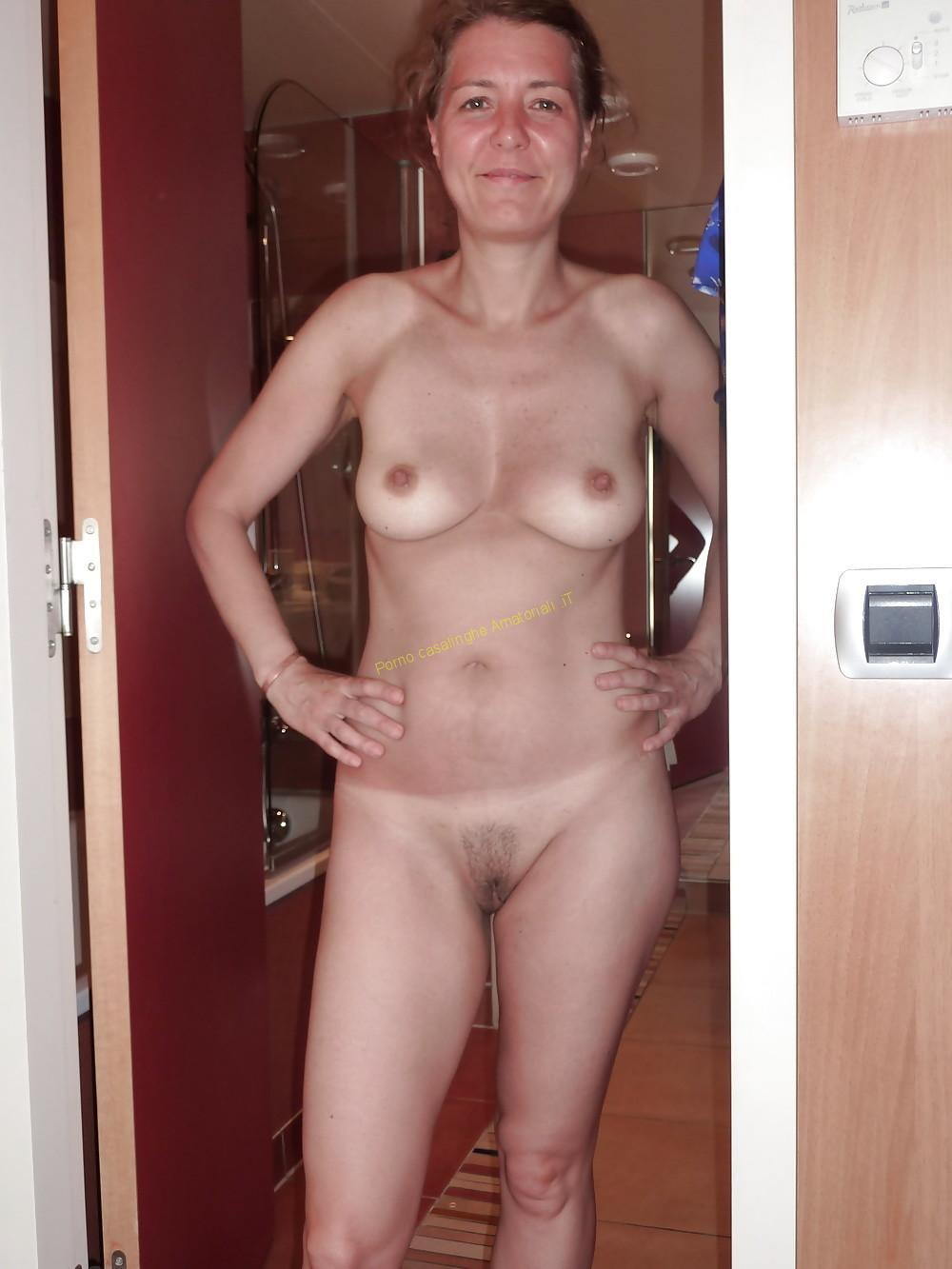 nuda con figa pelosa