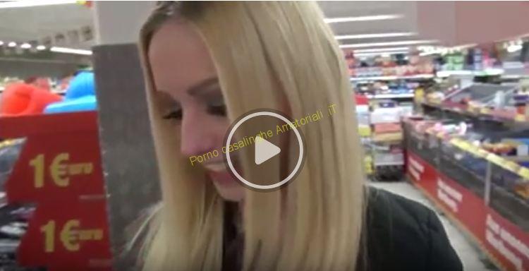 Fa sesso in negozio poi si fa sfondare il culo in macchina