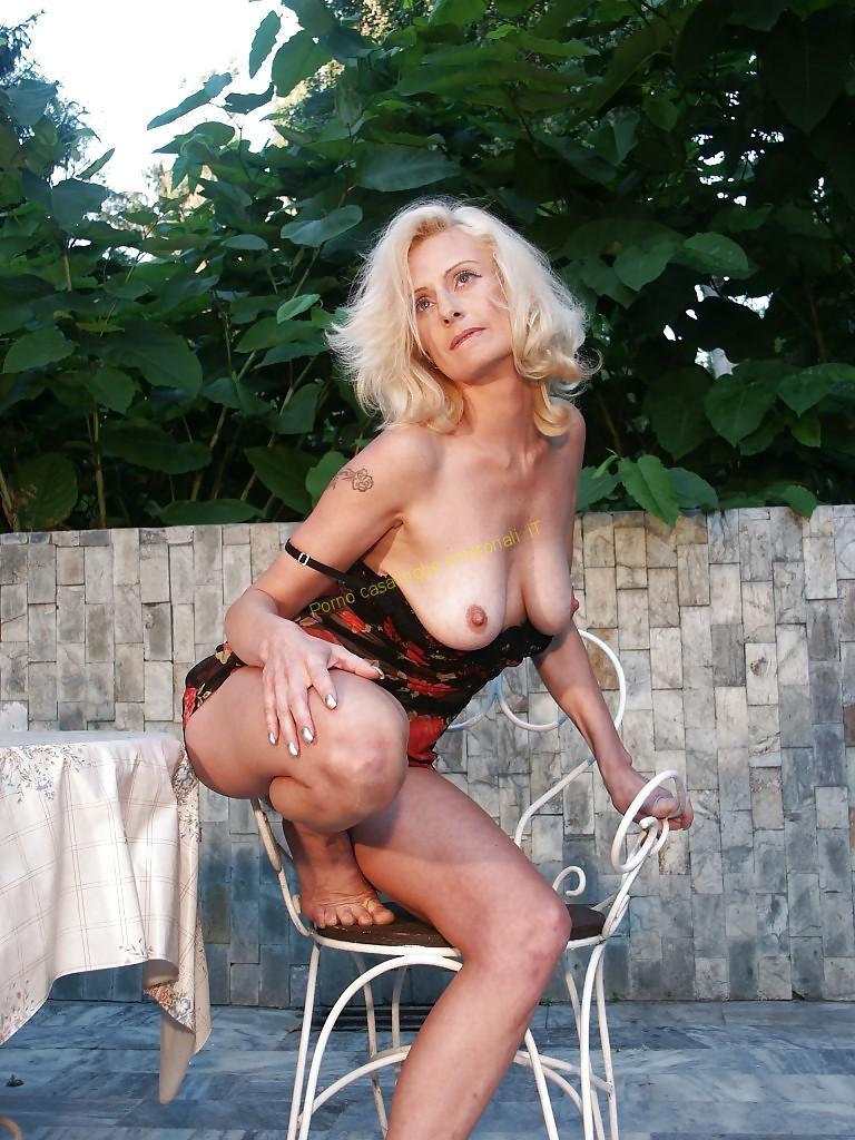 donna matura nuda bionda