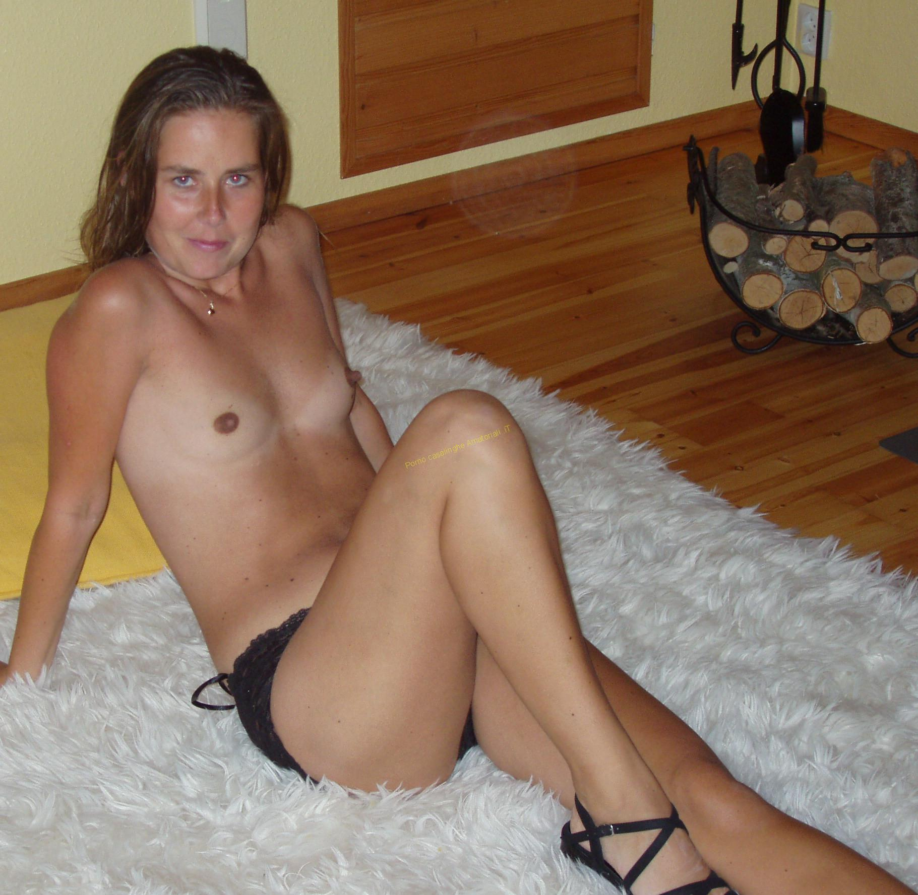 Fru boejning naken